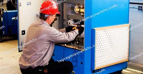 Người sử dụng máy nén khí cần tuân thủ đúng những nguyên tắc quan trọng trong việc bảo dưỡng, vệ sinh các bộ phận để thiết bị hoạt động hiệu quả và ổn định.