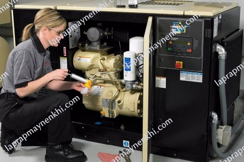 Người dùng cần học cách bảo dưỡng motor máy nén khí công nghiệp đúng chuẩn để giúp thiết bị có thể làm việc tốt, hoạt động ổn định và bền bỉ cùng thời gian.