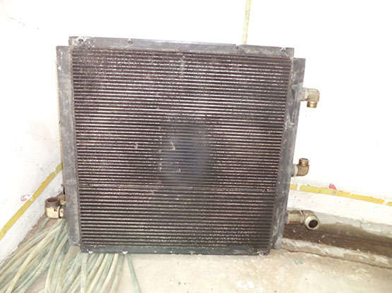 Két giải nhiệt máy nén khí