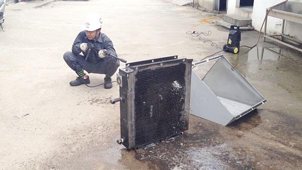 Cách vệ sinh két giải nhiệt của máy nén khí hiệu quả nhất